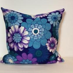 Retro 1970s Floral Daisy Scatter Pillow. Vintage Fabric. Cushion Cover